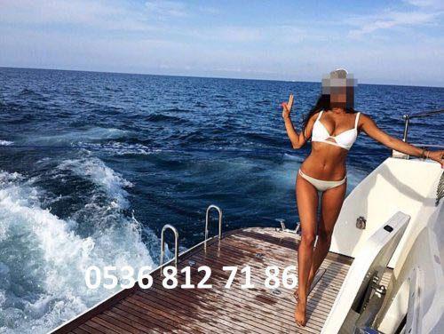 Neşeli balık etli eskort Perran