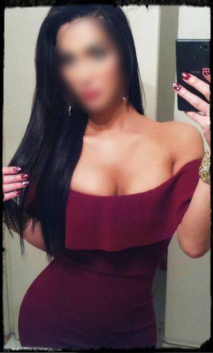 Seks kraliçası genç kız Mukadder